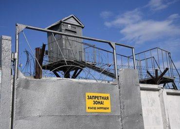 Российского тюремщика посадили на 5,5 лет за передачу заключенным SIM-карт и мобильников